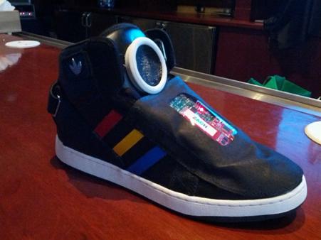 Google Shoes las zapatillas que hablan con su dueño
