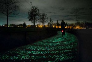 650_1000_daan-roosegaarde-opens-solar-powered-van-gogh-bike