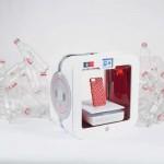 Una impresora 3D convierte botellas vacías de Coca Cola vacías en cosas útiles